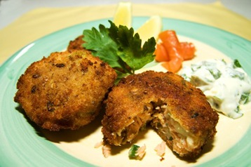 Salmon Fish Cakes with Tartar Sauce