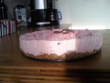 Raspberry Ruffle Cheesecake