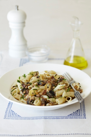 Recipe Hale & Hearty Quinoa & Rice Penne with Sardines, Breadcrumbs and Parsley - mydish