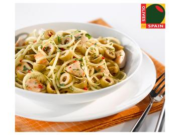Spaghetti with Chicken and Spanish Green Olives