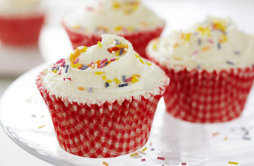 Cupcakes with Vanilla Frosting