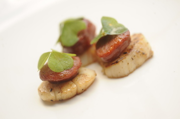 Chorizo scallop and wood sorrel canape recipe mydish for Chorizo canape ideas