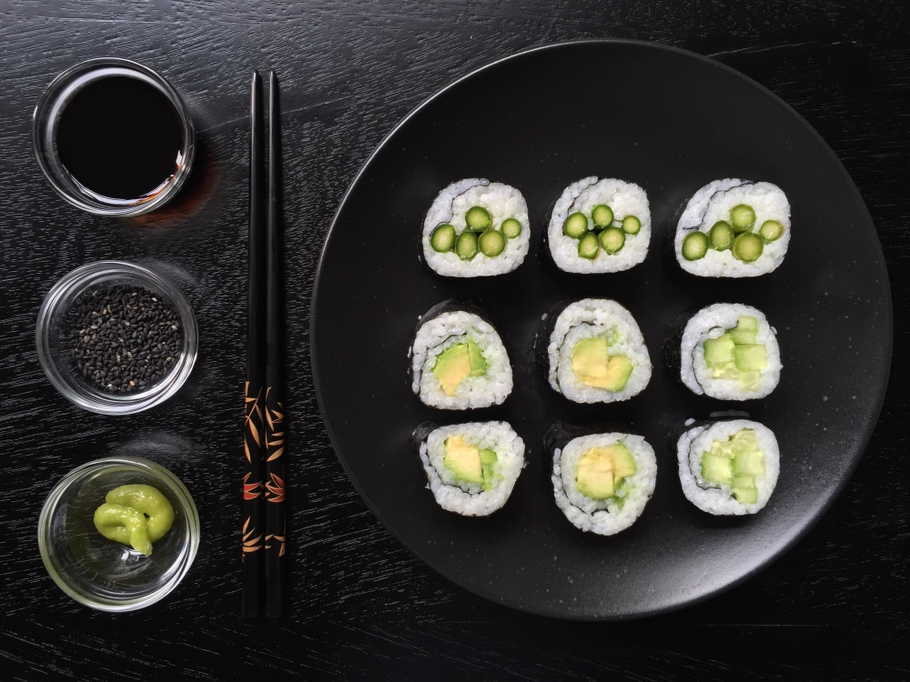 Recipe Sushi Nori rolls with lights stir-fry salad - mydish